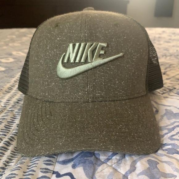 Nike men's SnapBack trucker hat- never worn